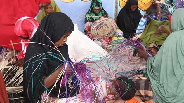 Somalili kadınlar işsizliğe 'el sanatlarıyla' meydan okuyor