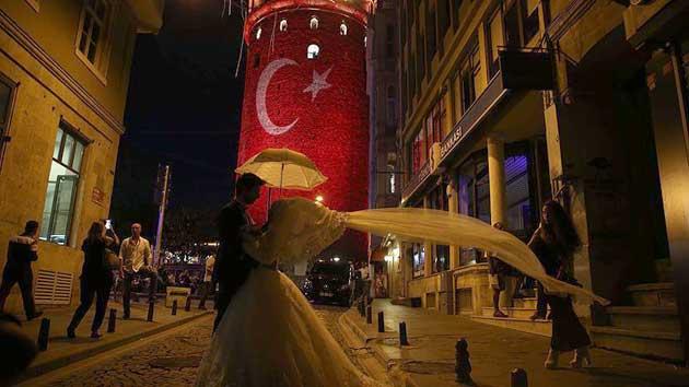 Her altı çiftten biri İstanbul'da evleniyor