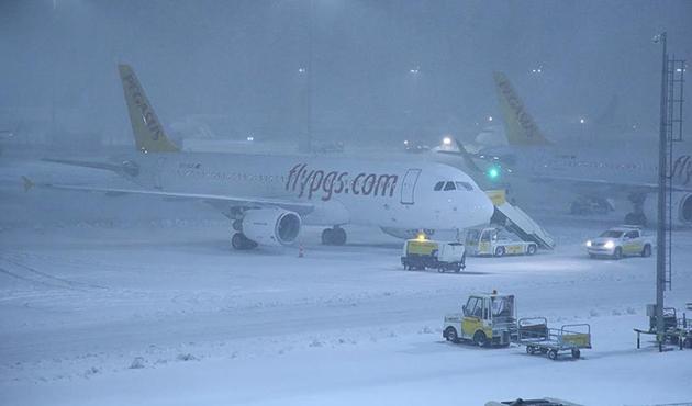 Sabiha Gökçen Havalimanı'nda inişe kar engeli