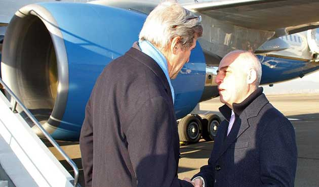 Kerry'nin uçağından Tiflis'e zorunlu iniş