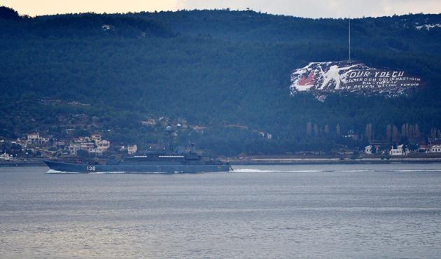 Rus gemisi Çanakkale'den geçti