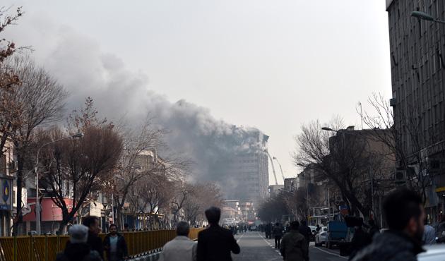 İran'da 17 katlı iş yeri çöktü: 30 itfaiyeci öldü
