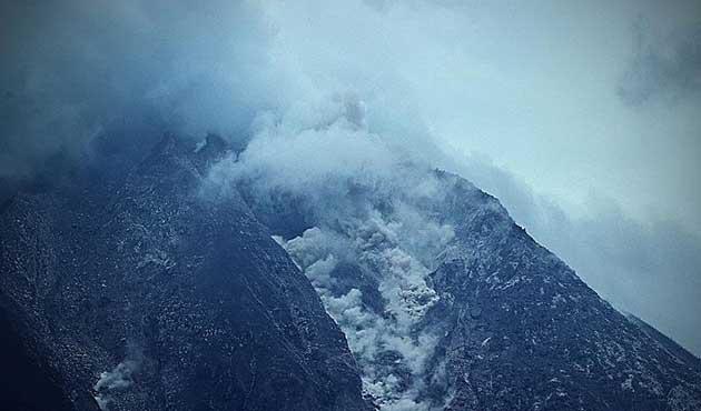 Alaska'da yanardağ patladı, güvenlik kodu en üst seviyede