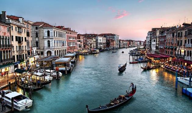 Venedik kanalında bir mülteci boğuldu