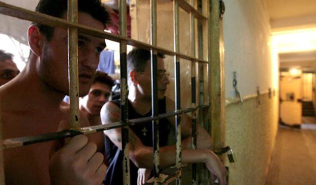 Romanya'da halka rağmen af tasarısı mecliste