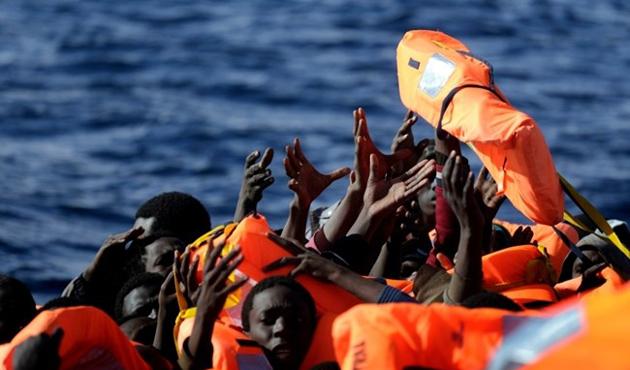Akdeniz'de bir günde bin 400 göçmen kurtarıldı