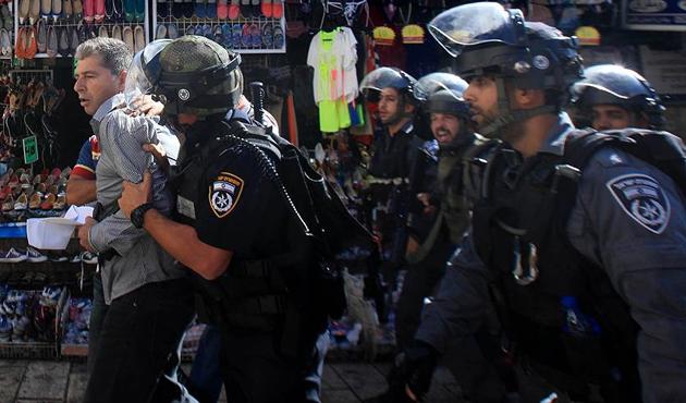 İşgal güçleri bir ayda 590 Filistinliyi gözaltına aldı