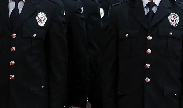 242 emekli emniyet mensubunun rütbeleri alındı