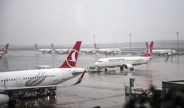 Atatürk Havalimanı'nda uçağa otobüs çarptı
