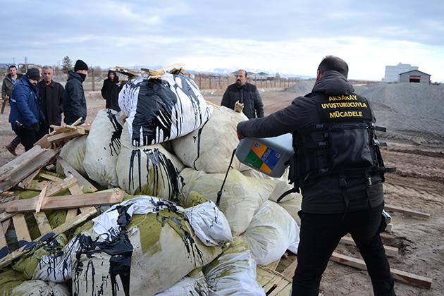 Aksaray'da 1 ton uyuşturucu yakılarak imha edildi