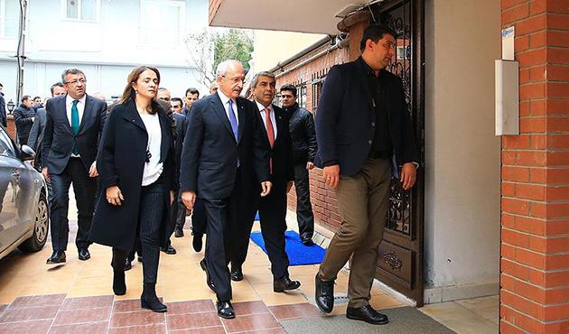 Kılıçdaroğlu'ndan darp edilen başörtülü kıza ziyaret