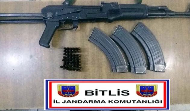 Bitlis'te bir evde silah ve mühimmat bulundu