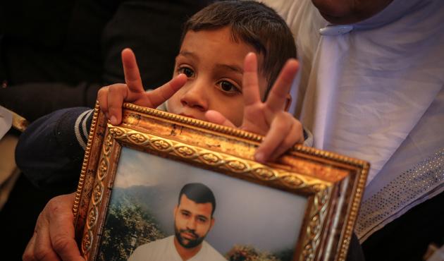Filistinli tutuklulara destek gösterisi