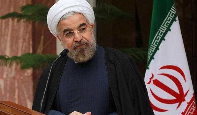 İran'da cuma hutbelerinde Ruhani'ye eleştiri