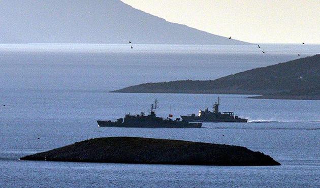 Türk ve Yunan savaş gemileri Kardak'ta burun buruna geldi