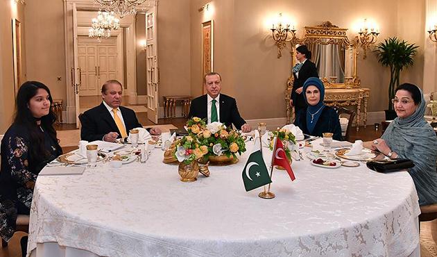 Cumhurbaşkanı Erdoğan, Pakistan Başbakanı ile bir araya geldi