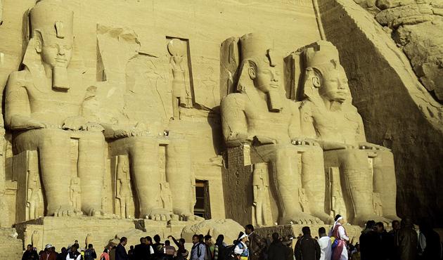 Mısır'da II. Ramses'e güneş vurdu | FOTO