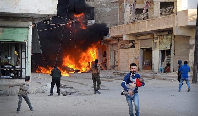 DEAŞ'tan kaçan Suriyeliler rejim uçaklarının hedefinde