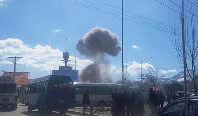 Afganistan'da istihbarat merkezine bombalı saldırı: 35 yaralı