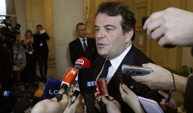 Fillon'un sözcüsü istifa etti
