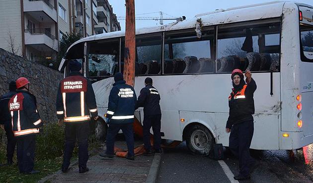 Ümraniye'de çevik kuvvet otobüsü devrildi: 5 yaralı
