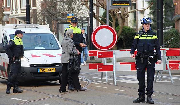 Hollanda'dan ikinci skandal karar; Bakan'ın konvoyu durduruldu