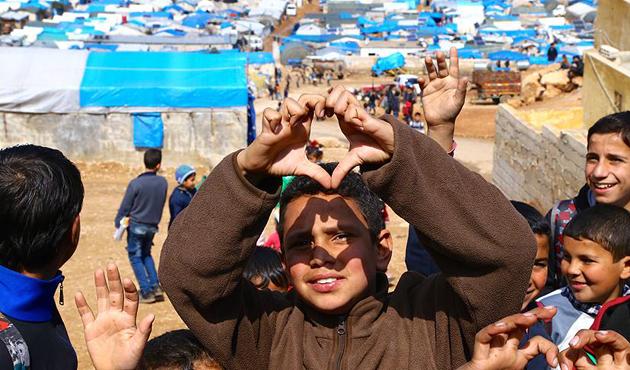 Humus'tan tahliye edilen Suriyelileri İHH karşıladı