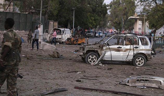 Somali'de askeri üsse saldırı: 70'e yakın ölü