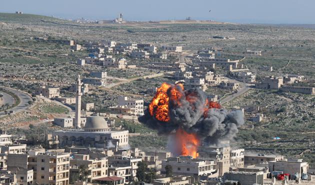 Suriye rejiminden Halep'e hava saldırısı