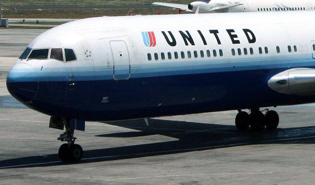 ABD'de iki kız çocuğu kıyafetleri nedeniyle uçağa alınmadı