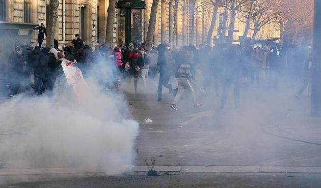 Fransa'da polis şiddeti protestoları sürüyor