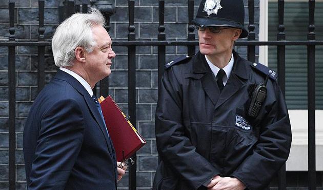 İngiltere ile AB arasında 'tehdit' tartışması