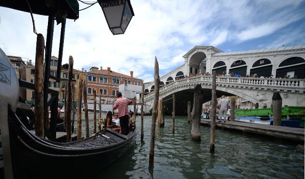 Venedik'te bombacı şüphesiyle üç Kosovalı gözaltında