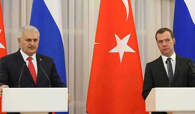Başbakan Yıldırım'dan Medvedev'e başsağlığı mesajı