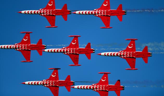 'Türk Yıldızları' Şanlıurfa'da gösteri yaptı