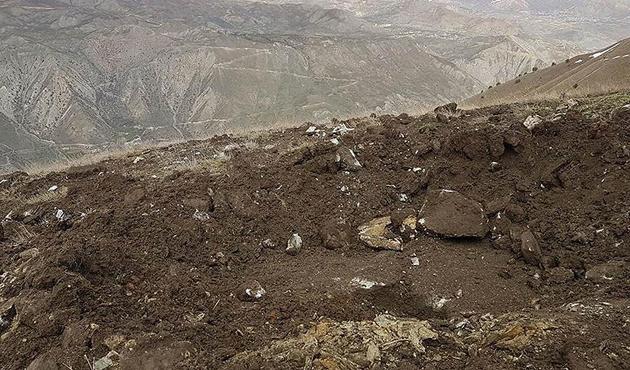 Hakkari'de PKK'nın yola tuzakladığı patlayıcı imha edildi