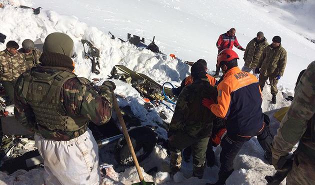 Tunceli'de 12 şehidin cenazesi enkazdan çıkarıldı