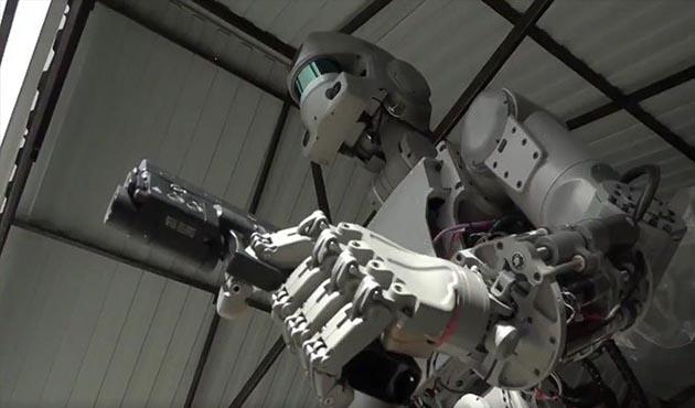 Rusya'dan silah kullanabilen robot