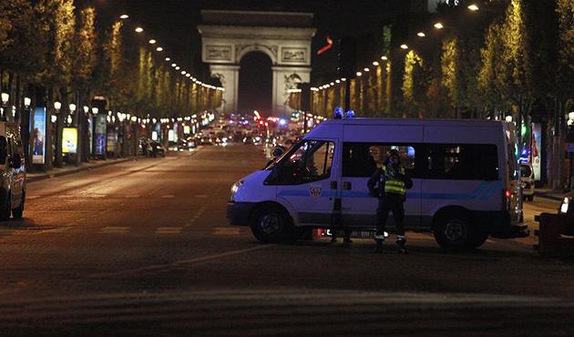 Paris'teki saldırı ile ilgili aranan bir şüpheli teslim oldu