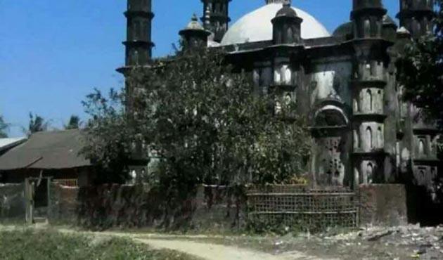 Arakan'da tarihi cami kundaklandı
