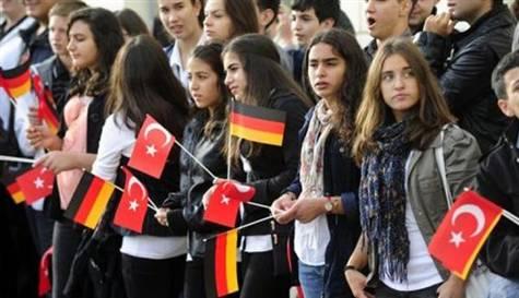 Merkel'den çifte vatandaşlığa destek