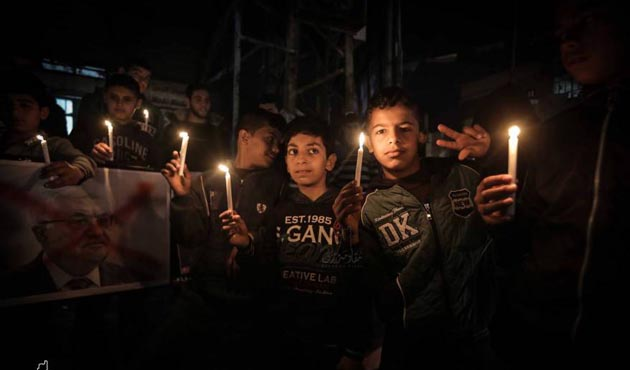 Gazze'de abluka karşıtı gösterilerde 'Abbas' sloganı