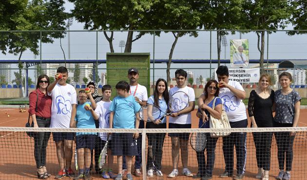 Mersin'de otizmlilere özel tenis kursu