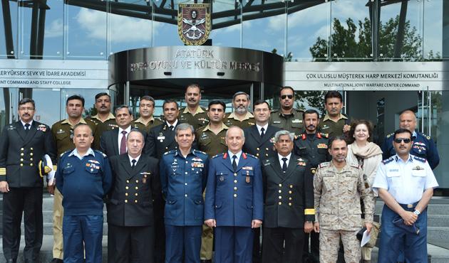 Pakistan Ulusal Savunma Üniversite'si ekibi Türkiye'de