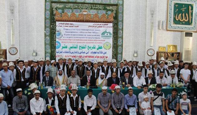 Kırgızistan'da Kur'an kursu öğrencileri hafız oldu