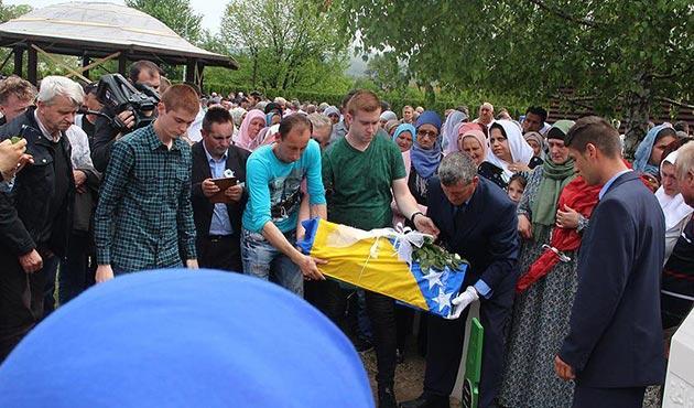 Bosna Savaşı'nın 7 kurbanı yıllar sonra defnedildi | FOTO