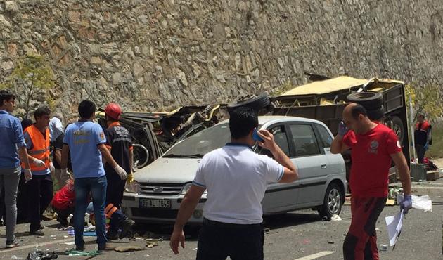 Marmaris'te yolcu minibüsü devrildi, 23 ölü