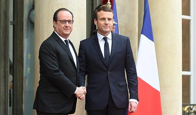 Macron Hollande'dan görevi devraldı