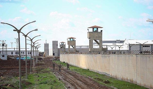 Cezaevinden firar etmek isteyen 17 mahkum öldürüldü