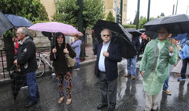Yunanistan'da emeklilerden kemer sıkma karşıtı gösteri